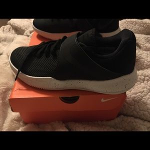 Nike Zoom Live basketball shoes sz 7.5